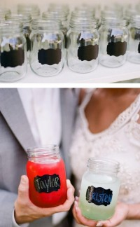 Wedding : Table / mason jars with chalk labels, to put your drinks in.