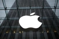 Apple smashes Street views, shares soar | Reuters