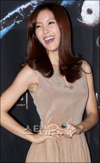 [★포토]'개미허리' 효민, 두 손에 잡혀요~ : 네이트 뉴스