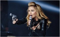Hairstyle Choices of the Glam Queen: Madonna - StyleCraze