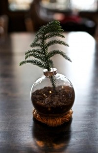 gimme some style | {DIY} Christmas Ornament Vase | Gimme Some Style