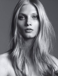 WOMEN MANAGEMENT / ANNA SELEZNEVA