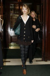 Taylor Swift Fashion and Style - Taylor Swift Dress, Clothes, Hairstyle - Page 48