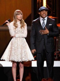 Taylor Swift Fashion and Style - Taylor Swift Dress, Clothes, Hairstyle - Page 2