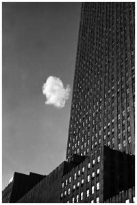 andrc3a9-kertc3a9sz-le-nuage-c3a9garc3a9-new-york-1937.jpg (700×1044)