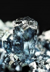 PHSPHN | Osmium crystals twinning (by fluor_doublet)