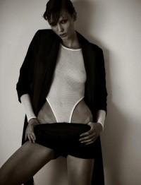Fashion — Karlie Kloss by Mariano Vivanco for Muse Magazine