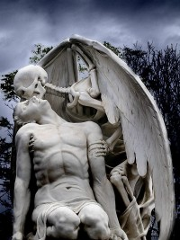 The Kiss of Death Statue at the Old Graveyard of Poblenou is the Most Terrifying Statue Ever [Photo] | BostInno