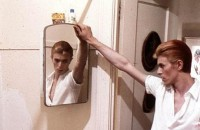 David Bowie with Mirror | Flickr - Photo Sharing!