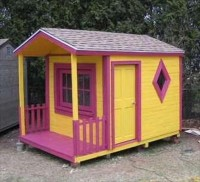 Kids Have Fun With Pallet Playhouse | 101 Pallets