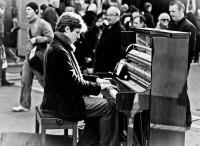 pianist_by_mrzhilas-d4qlfwk.jpg (Image JPEG, 900x655 pixels) - Redimensionnée (93%)