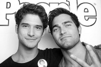028 - People/Warner Bros Comic Con Photobooth - 001 - Tyler Posey Online - Photo Gallery