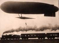 Stuntman stapt van zeppelin over op de trein / zeppelin: stuntman prefers the train | Flickr - Photo Sharing!