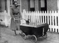 Gasaanvalbestendige kinderwagen / Gas war resistant pram | Flickr - Photo Sharing!
