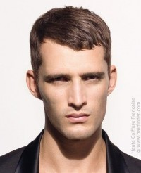 Simple male haircut that can be worn in two different ways