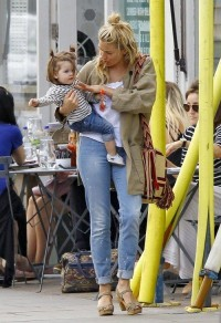 Sienna Miller with Marlowe | Celebrity-gossip.net