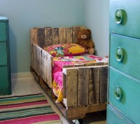 Toddler Pallet Bed DIY Tutorial | Hip Home Making