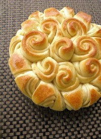Happy Bread ~ A Beautiful Presentation for any Holiday ... | Eat me!