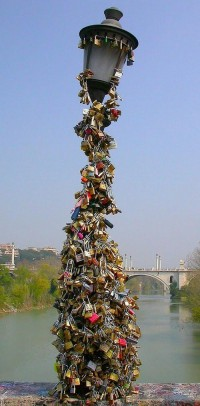 Italy's Padlocks of Love: Luccheti d'Amore | EuropeUpClose.com