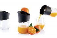 Press hand juicer on Industrial Design Served