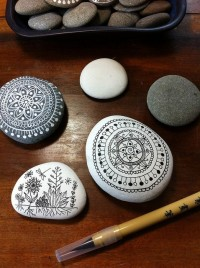 drawing on pebbles | Art...