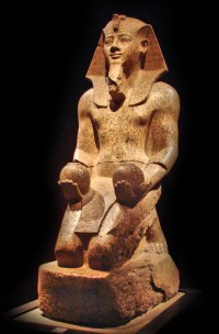 Statue_of_Amenhotep_II_from_the_Museo_Egizio.jpg (921×1400)