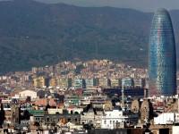 Torre Agbar, Barcelona, Spanje - 10 gebouwen in de meest vreemde vormen - MSN Reizen