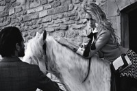 RDuJour.com-Alice-Dellal-Chanel-BOY-Handbag-Campaign-2013-01.jpg (600×400)