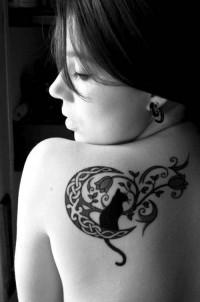 Cute Cat Tattoo on Shoulder | Tattoo Ranking | Inspiration DE