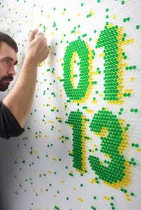 Ink-filled bubble wrap – Wired Magazine Lettering (Lettering) by Lo Siento Studio, Barcelona | Inspiration DE