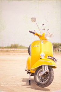 the {yellow} vespa by {Twiggs} | Inspiration DE
