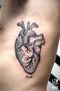 Corazón por CiscoLTW Tattoo & Piercing Barcelona