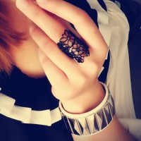 [gh10005]Charmed Black Gold Tone Flower Cutout Open Ring / InvisiTree