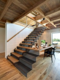 stairs + desk combo in a Hamptons beach house | Inspiration DE