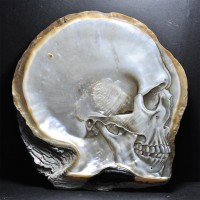 Beautiful Skulls Carved and Painted on Mother of Pearl Shells - My Modern Met