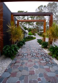 Lake Macquarie Residence - Contemporary - Landscape - newcastle - maitland - by Earp Bros - Innovative Tile Solutions