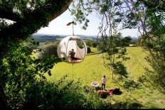 The Hanging Tent Company's picnic in the tree tops | DesignRulz