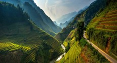 Vietnam by Sarawut Intarob