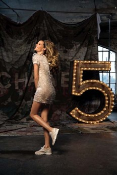 Gisele Bundchen rides the waves for Chanel No. 5 Film - FashionMag.us