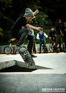 Skate boarder jumping – board flipping - 54ka [photo blog]