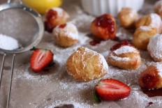 Lemon Beignets with Strawberry Sauce | I Wanna Nom