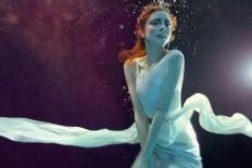 Zena HOLLOWAY - b.inspired magazine | LE BOOK