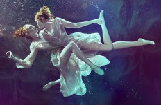 Zena HOLLOWAY - b.inspired magazine | LE BOOK