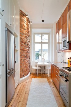 That red brick wall! and kitchen! on Inspirationde