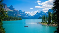Canadian Lake in Mountains - Photography Wallpapers