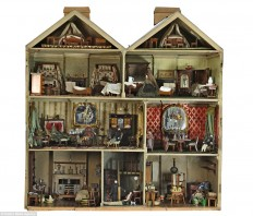 Beautiful Victorian dolls' house set to sell at Gloucestershire auctioneers for £10,000 | Daily Mail Online