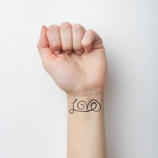 Love Temporary Tattoo (Set of 2) on Inspirationde