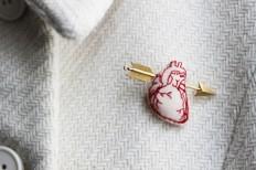 Jewelry / Human heart gold arrow brooch 1