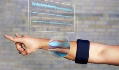 Myo Gesture Control Armband (Black) on Inspirationde