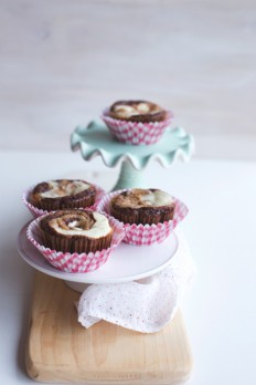 Recently at Betty's: Brown Butter Bourbon-Cherry Coffee Cake with Pecan Streusel and Cookie Butter Cheesecake Brownie Cups | hungrygirlporvida.com